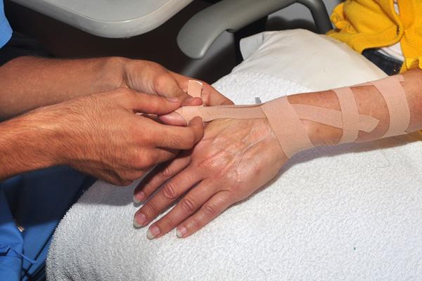 taping hand
